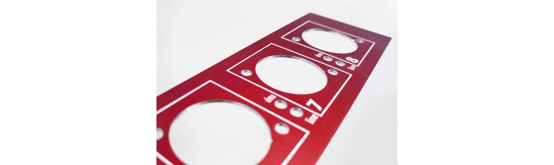 Металлическая приборная панель
