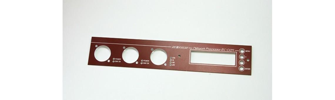 Металлическая приборная панель с фрезеровкой, толщина 0,5 мм